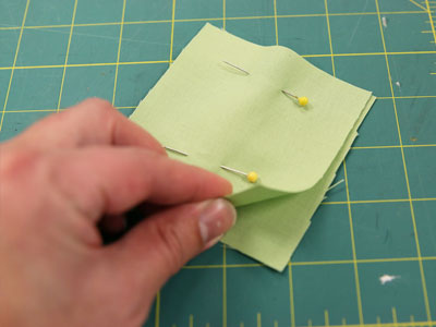 Free project instructions on how to create a bunting tea towel.