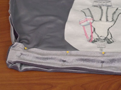 Free project instructions to create a velvet shoe bag.