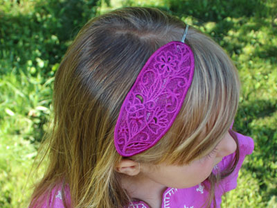 Free project instructions to create fashionable lace headbands.