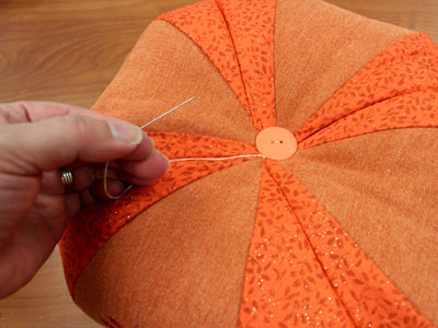 Free project instructions to create fabric pumpkins.