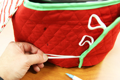 Free project instructions to create a slow cooker cozy.