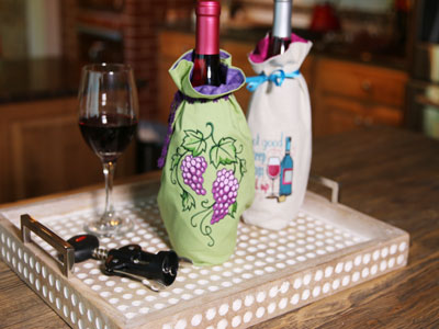 Free project instructions to create embroidered wine bags.