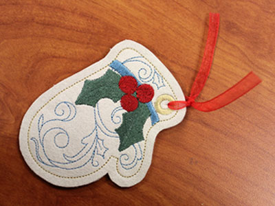 Free project instructions to make tags in the hoop.