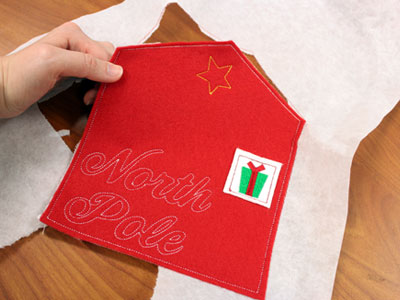 Free project instructions to make North Pole envelope in the hoop.