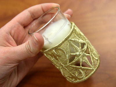 Free project instructions to make Freestanding Lace Candle Wraps.