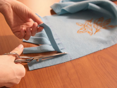 Free project instructions to create a no-sew fleece scarf.