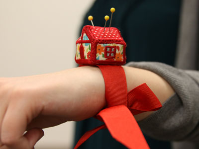 Free project instructions to make House Pincushion, In-the-Hoop