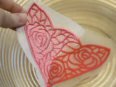 Free project instructions to create a lace pocket.