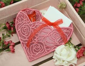 Freestanding Lace Heart Pocket