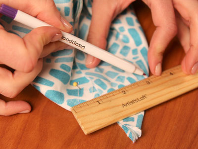 Free project instructions to create a pretty pocket wall organizer.