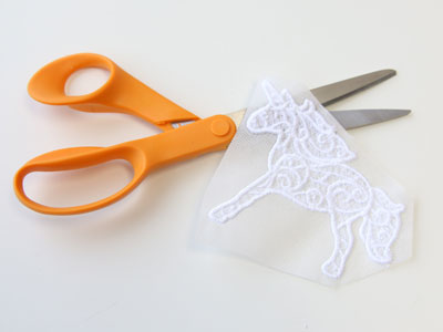 Free project instructions to create a 3D freestanding lace unicorn.