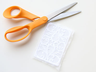 Free project instructions to create a Freestanding Lace Envelope Sleeve.