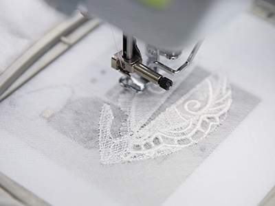 Free project instructions to create 3D Lace & Organza designs.