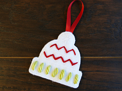 Free project instructions to stitch in-the-hoop yarn stitch ornaments.