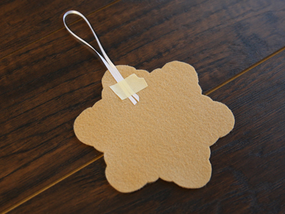 Free project instructions to create an in-the-hoop gingerbread cookie ornament.