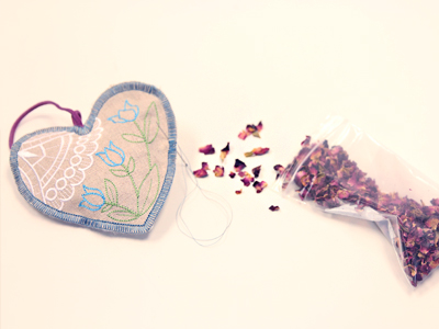 Free project instructions for creating Rustic Sachets, (In-the-Hoop).