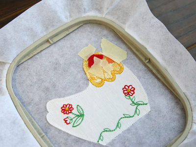 Free project instructions for creating a charming chicken pincushion, in-the-hoop.