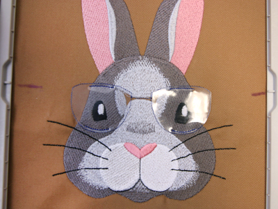 Free project instructions for creating vinyl applique embroidery designs.
