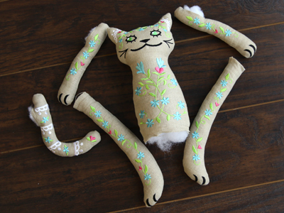 Free project instructions for creating a cutie kitty doll, in-the-hoop.