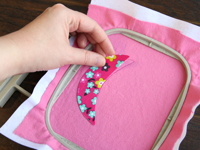Free project instructions for creating a hot air balloon with an embroidery hoop.