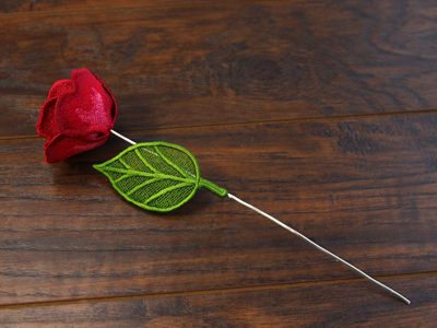 Free project instructions for creating a Freestanding Rose in 3D.