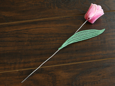 Free project instructions for creating a freestanding tulip in 3D.
