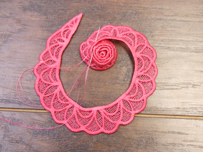 Free project instructions for creating a 3D lace spiral flower.
