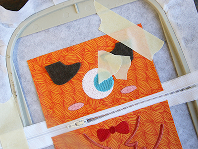 Free project instructions for creating in-the-hoop zipper pouches.