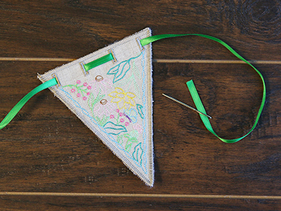 Free project instructions for creating in-the-hoop bunting.