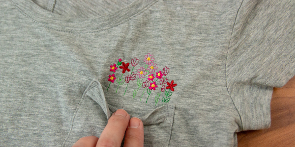 Free project instructions for stitching pocket peeker embroidery designs.