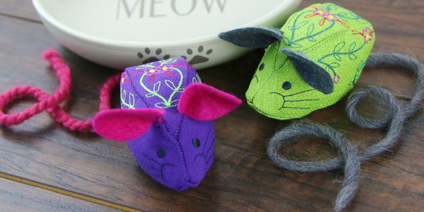 Free project instructions for creating an in-the-hoop stuffed mouse.