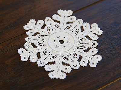 Free project instructions for creating a snowflake tea light holder.