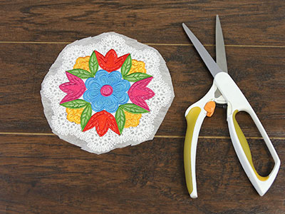 Free project instructions for creating freestanding embroidery with battenburg lace.