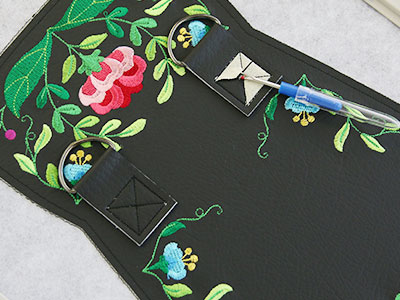 Free project instructions for creating an in the hoop front flap purse.