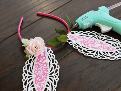 Free project instructions for creating a bunny ear headband with machine embroidered freestanding lace.