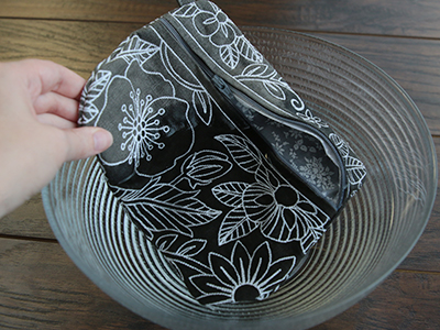 Free project instructions for creating an in-the-hoop double sided lined zipper pouch.