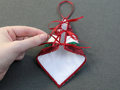 Free project instructions for creating and in-the-hoop trivet ornament.