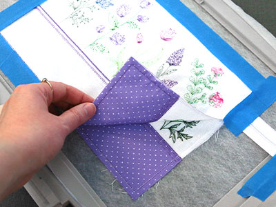 Free project instructions for creating an in-the-hoop double sided lined zipper pouch with applique.