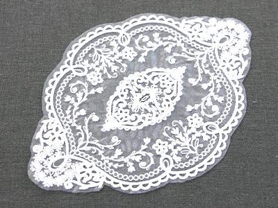 Free project instructions for creating an organza doily.