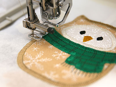 Free project instructions for creating an in-the-hoop stuffed heirloom applique ornament.