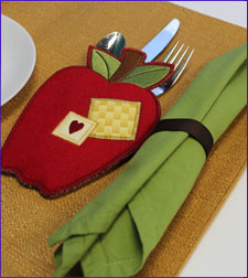 Free project instructions for machine embroidery in-the-hoop utensil holders.