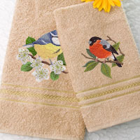 Stitch a tea towel tote using machine embroidery designs with this free tutorial.