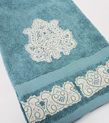 Free project tutorial to embellish bath and hand towels with Battenburg lace machine embroidery designs.