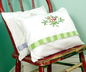 Free project instructions to make an embroidered tea towel pillow.