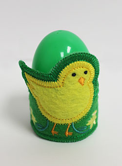 An in-the-hoop chick egg or napkin holder for Easter.