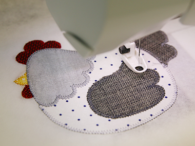 Free project instructions to create an in-the-hoop applique trivet.