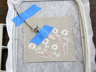 Free project instructions for creating an in-the-hoop zipper-back lined coin purse.